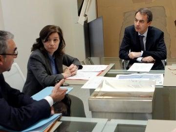 Zapatero, durante la reunión que mantuvo hoy con la presidenta del Consejo de Seguridad Nuclear, Carmen Martínez Ten