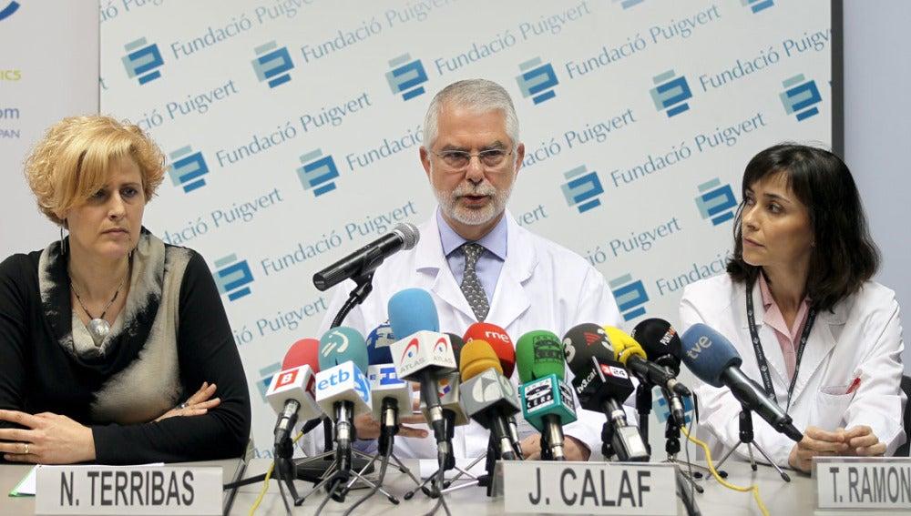 El director del programa de reproducción asistida de Puigvert-Sant Pau, el doctor Joaquim Calaf, acompañado de su homóloga T. Ramón y Cajal y N.Terribas