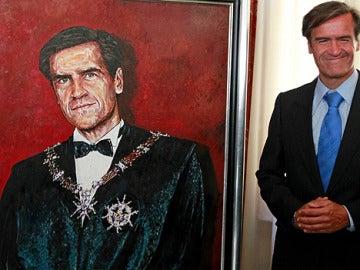 López Aguilar se autorretrata en un lienzo que esconde el símbolo del PSOE