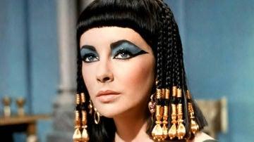 Elizabeth Taylor como 'Cleopatra', la cinta está en la lista de las películas más largas