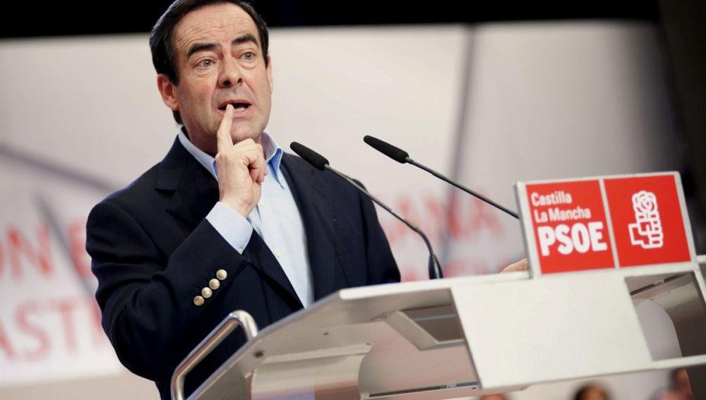 José Bono durante el acto de presentación de José María Barreda como candidato al PSOE de Castilla-La Mancha