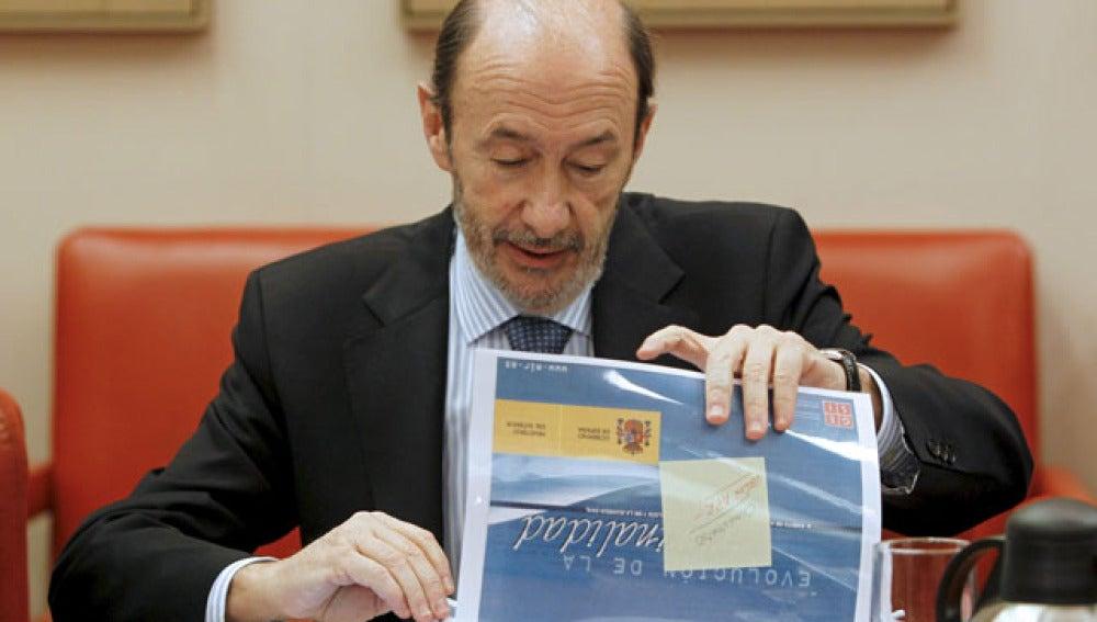 Alfredo Pérez Rubalcaba presenta los datos de 2010
