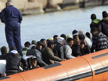 Inmigrantes llegando a Lampedusa