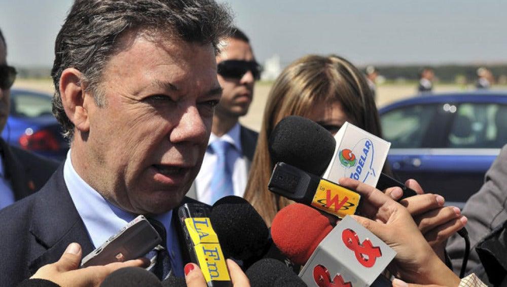 Juan Manuel Santos evita pronunciarse sobre un supuesto diálogo de paz con las FARC