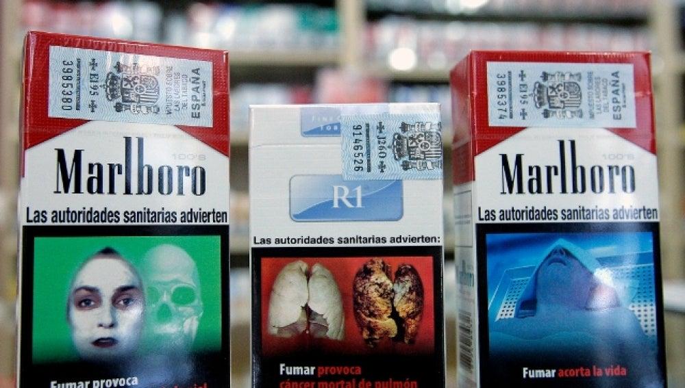 - Paquetes de tabaco con imágenes duras sobre sus consecuencias en la salud