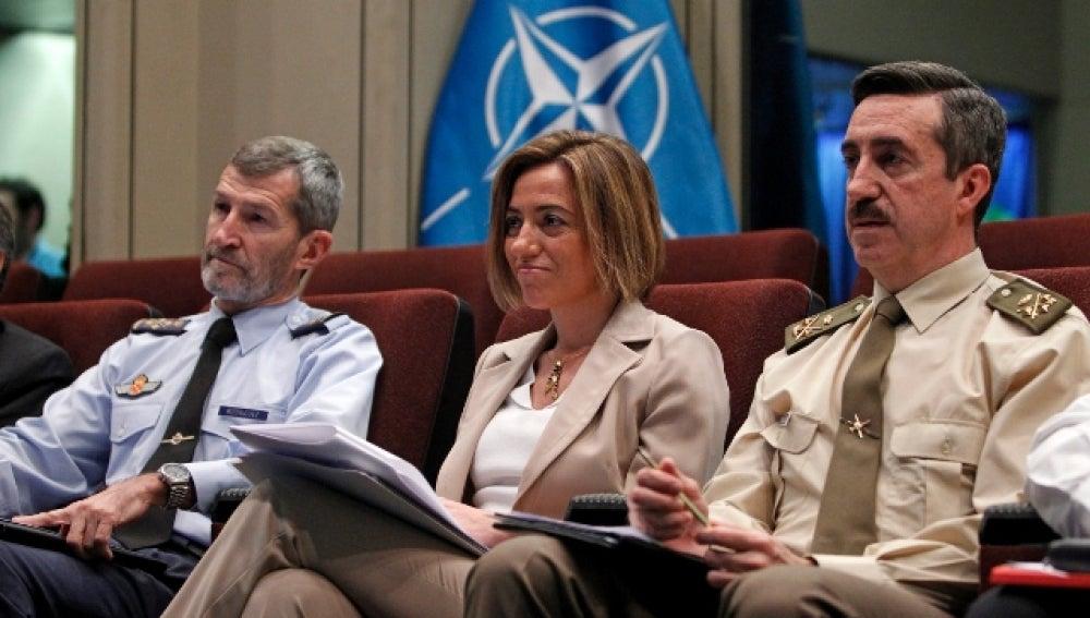 La ministra de Defensa, Carme Chacón, junto al jefe de Estado Mayor de la Defensa
