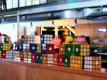 Cubos de Rubik en las oficinas de Google