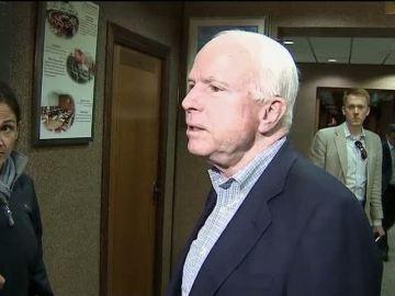 John McCain viaja a Libia