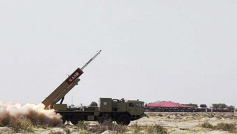 Pakistán prueba un misil nuclear de corto alcance.