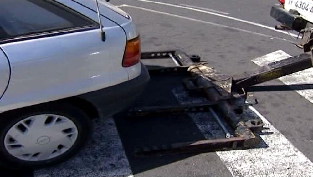 Roban coches con empresas de grúas ilegales