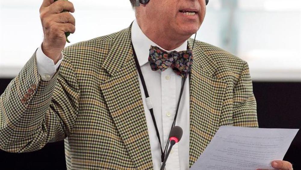 El eurodiputado Sosa Wagner, pepino en ristre