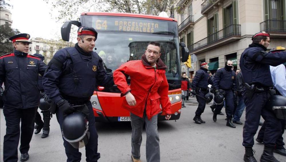 Los Mossos acordonan la Ronda Sant Pere