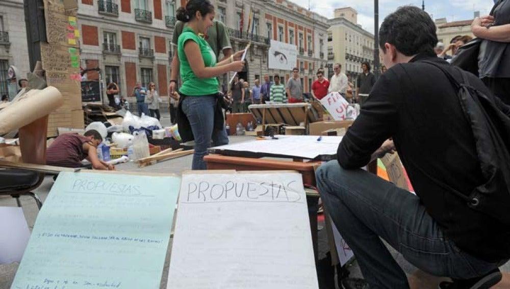 Los jóvenes lanzan propuestas en la acampad de Sol