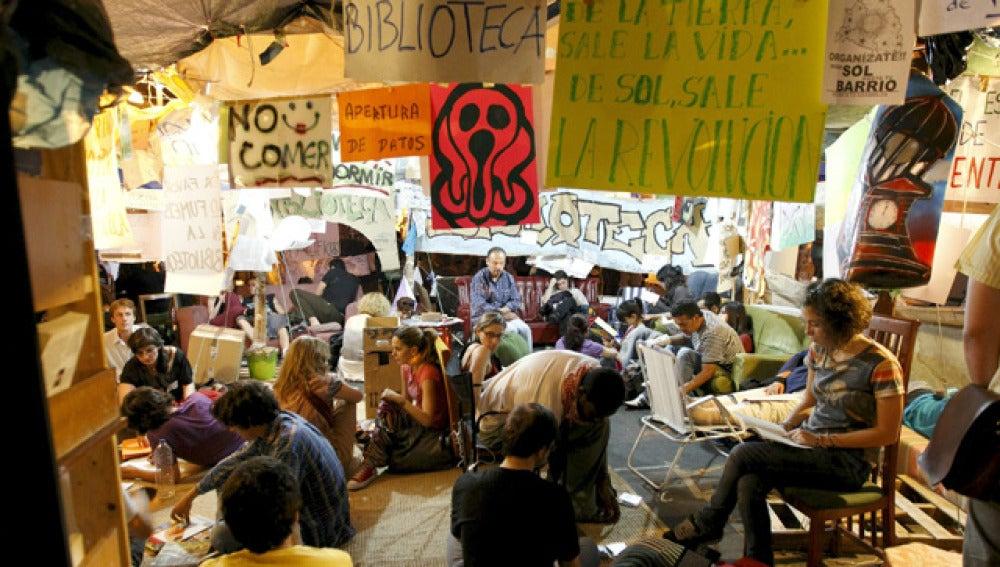 Una zona de la acampada en la Puerta del Sol de Madrid