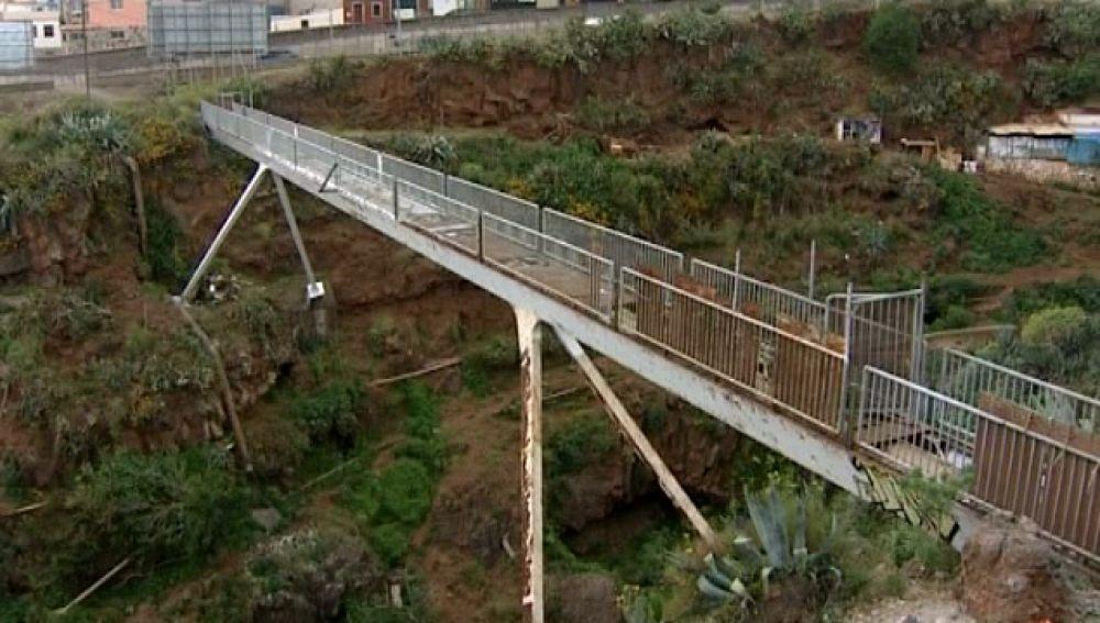 Remodelan un puente después de 10 años cerrado