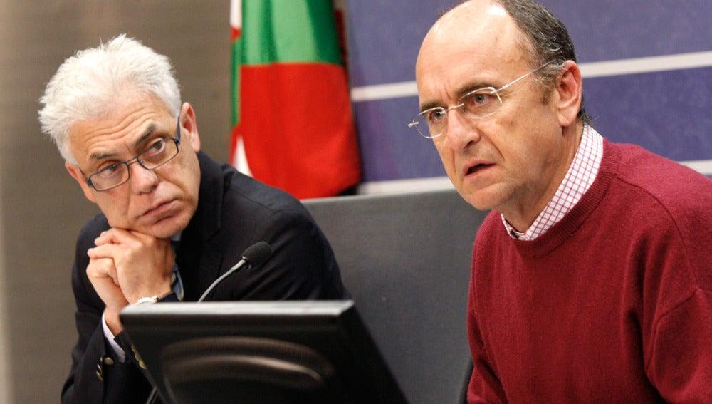 El viceconsejero vasco de Sanidad, Jesús María Fernández y el director médico del Hospital Donostia, José Manuel Ladrón de Guevara