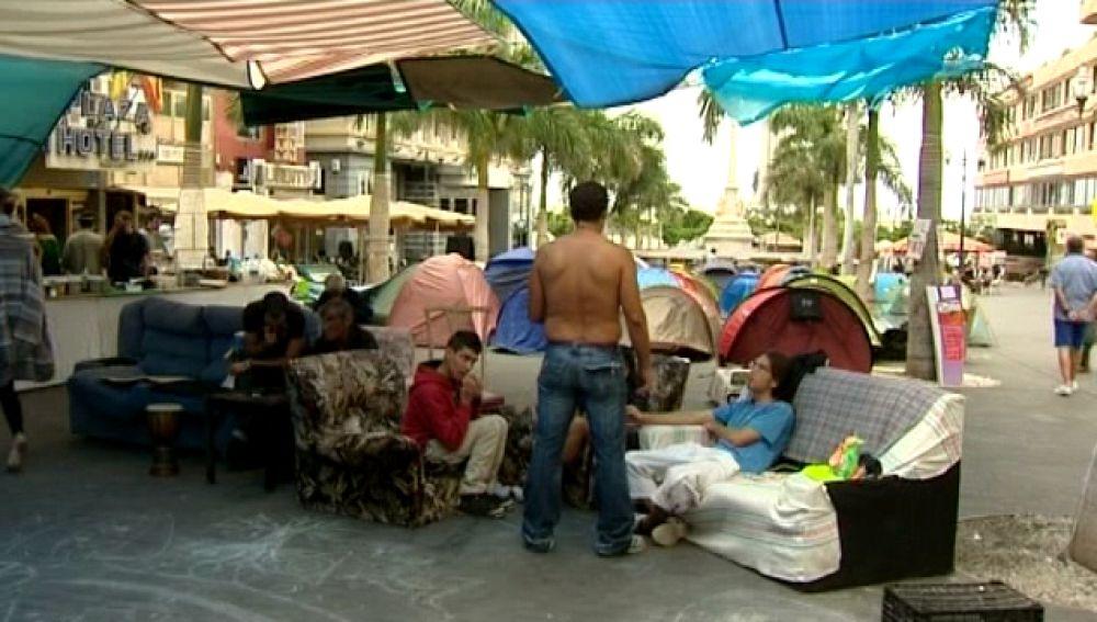Indignados e indigentes al amparo de la acampada de Tenerife