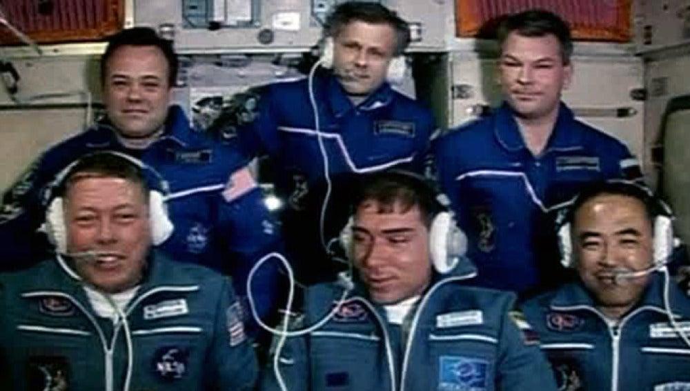 La nave rusa Soyuz con tres tripulantes se acopla con éxito a la EEI