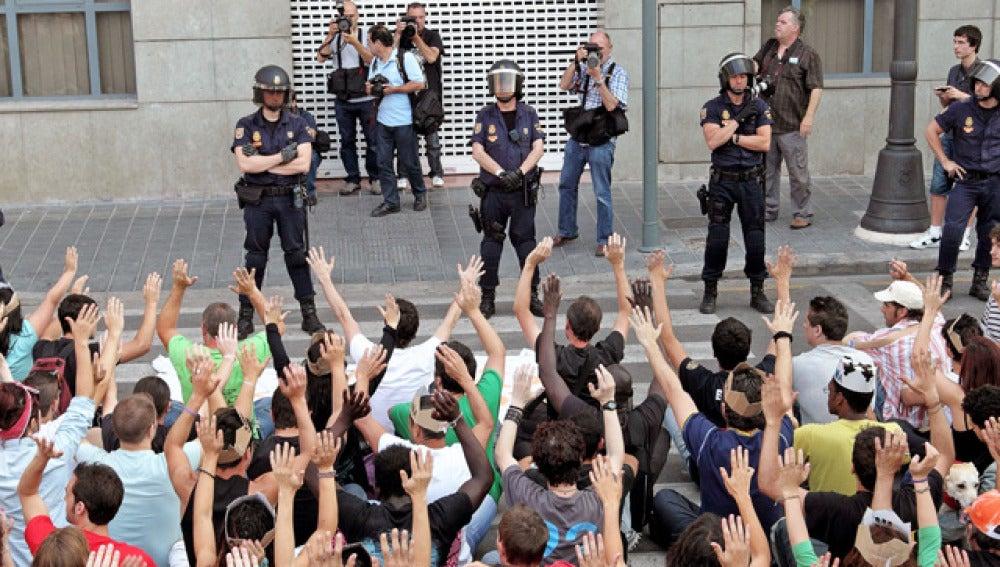 Manifestación en Valencia frente a la sede del PSOE