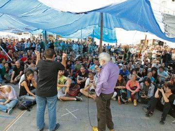 Los indignados del 15-M se preparan para levantar el campamento.
