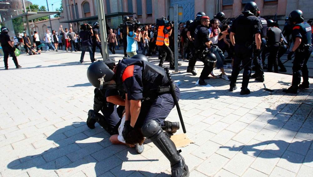 Los Mossos d'Esquadra detiene a una persona cerca del Parlament