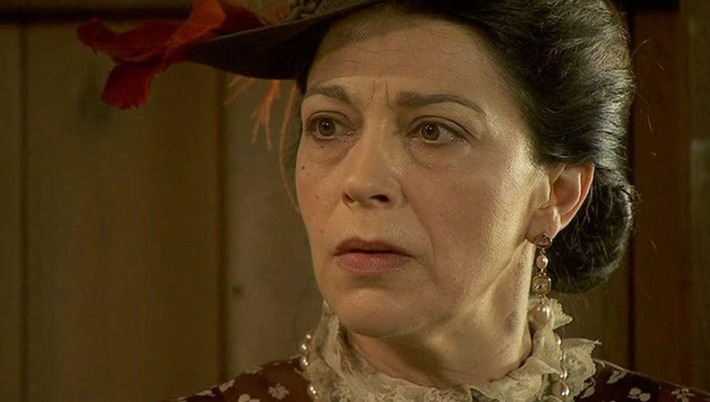 Francisca descubre a Soledad en casa de los Castañeda
