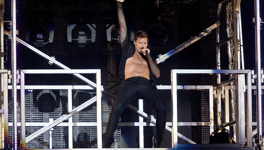 Ricky Martin deleita con sus movimientos