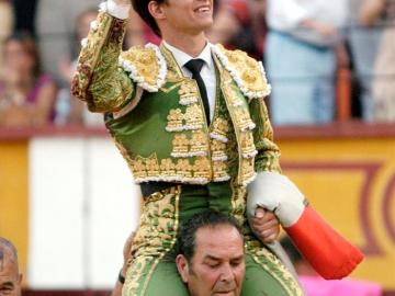 El Juli sale por la puerta grande en Badajoz