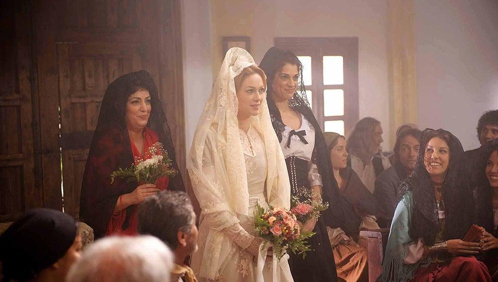 Sara entrando a la iglesia