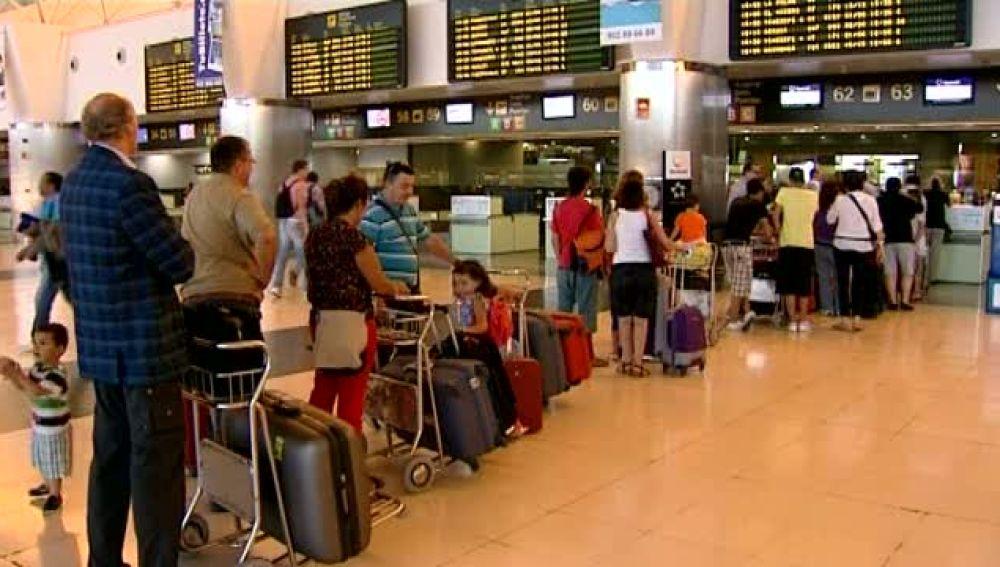 Mucho movimiento en los aeropuertos canarios para el verano