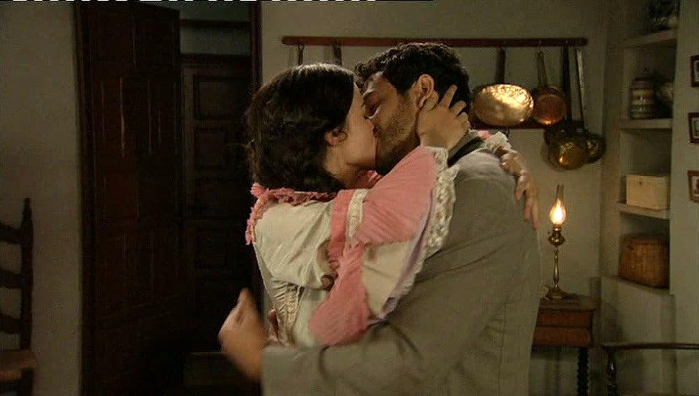 Roberto y Eugenia tienen un encuentro apasionado