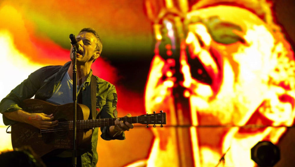 Chris Martin, líder de Coldplay, durante su actuación en el BBK Live.