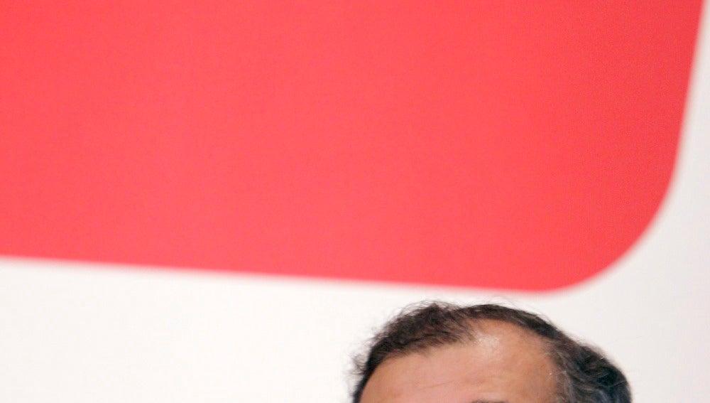 Angel Ron critica que se utilice la banca como chivo expiatorio de la crisis