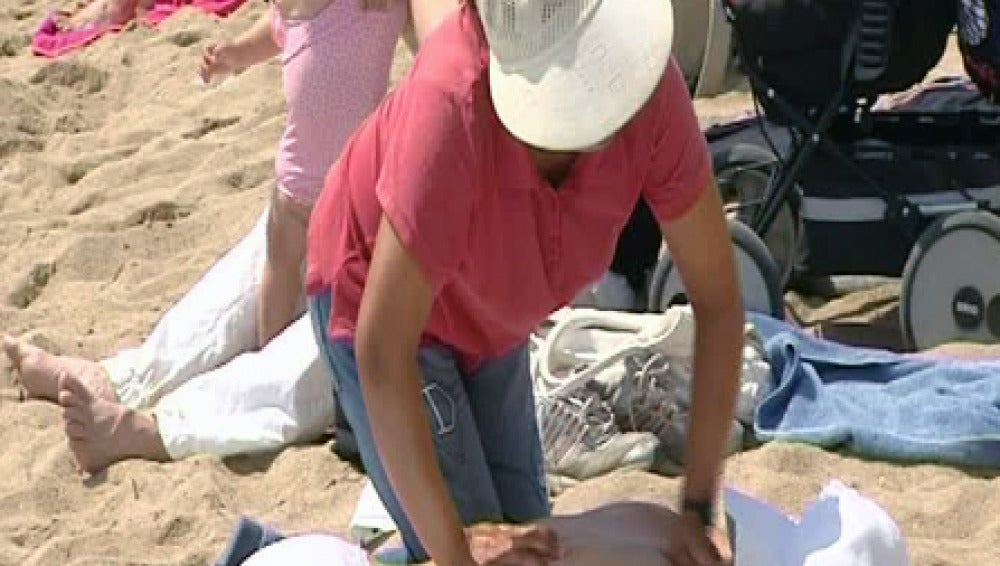 Masajistas sin titulación invaden las playas
