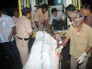 Traslado de heridos en Bombay