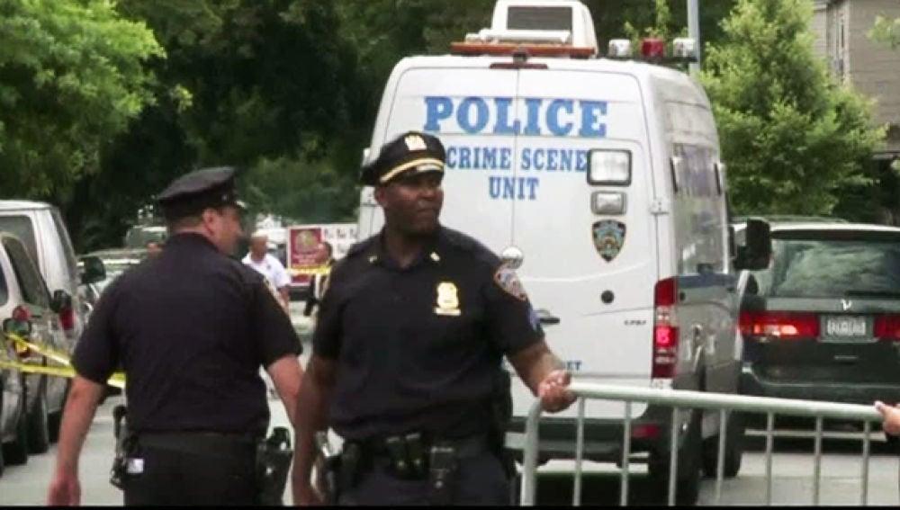 La Policía registra un barrio de Nueva York.