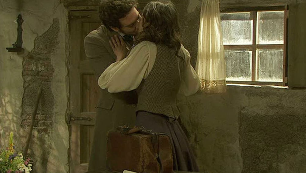 Tristán y Pepa se besan frente a Soledad