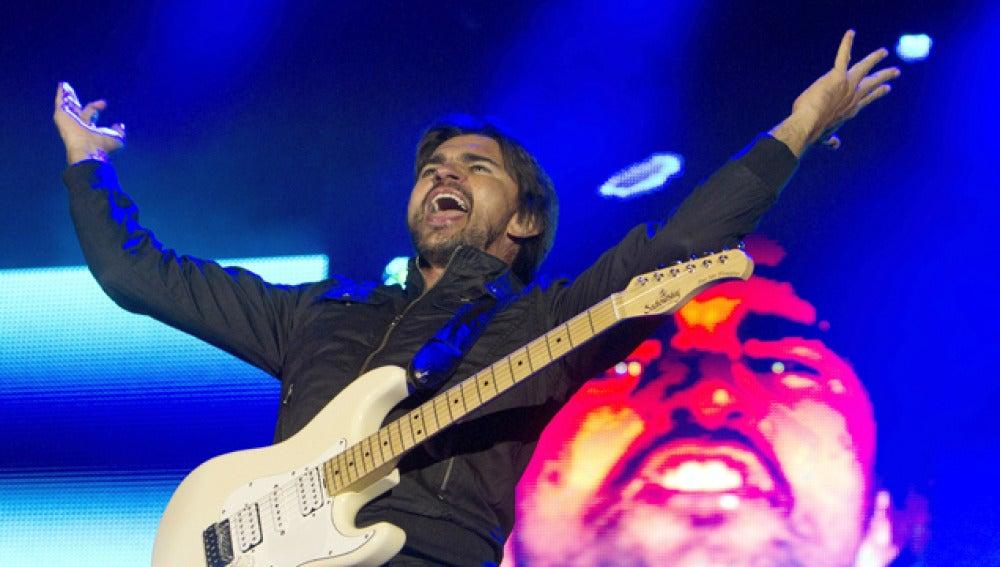 El cantante Juanes en el escenario durante su gira por España.