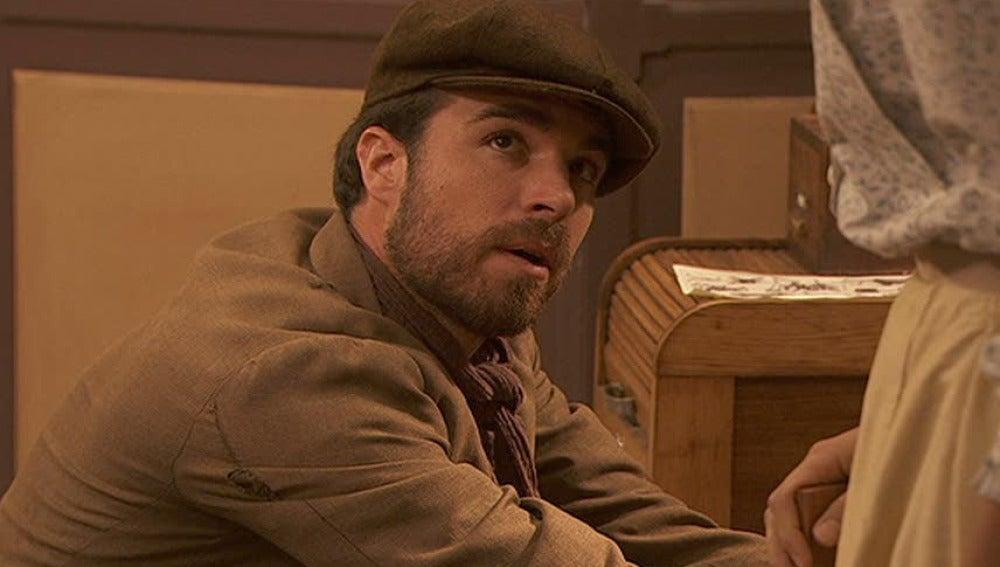 Gerardo intenta robar el dinero de la caja fuerte