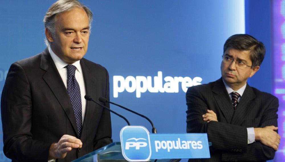 González Pons en la sede del PP en Génova