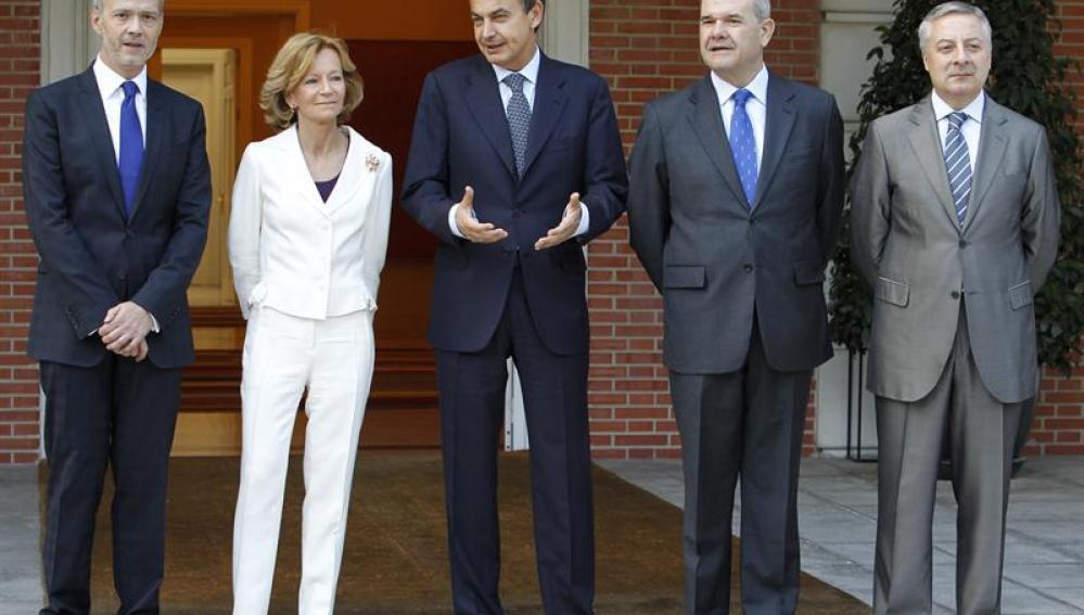 Foto de familia del nuevo gabinete de Zapatero