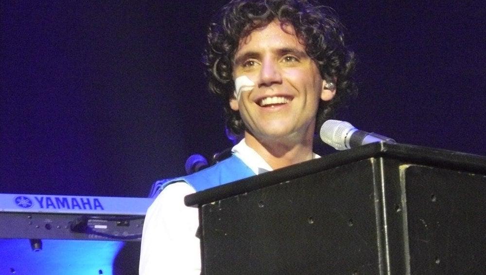 Mika durante un concierto