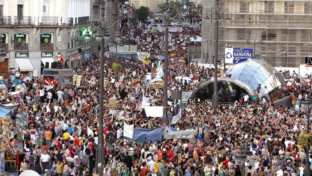 Miles de indignados del 15-M vuelven a tomar la Puerta del Sol