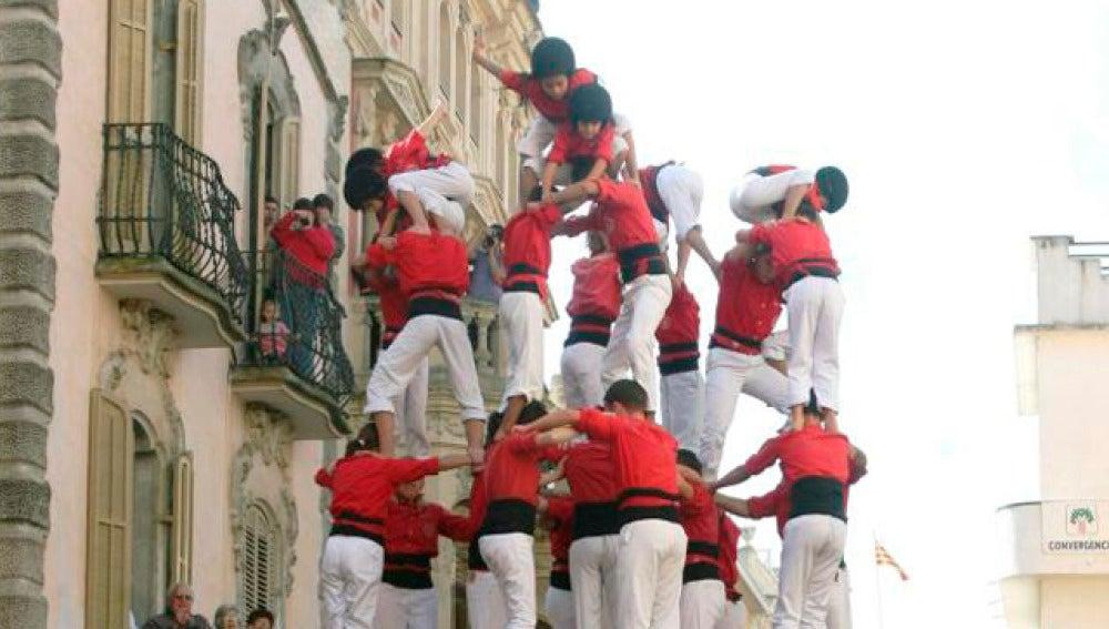 Los castellers intentan tocar el cielo
