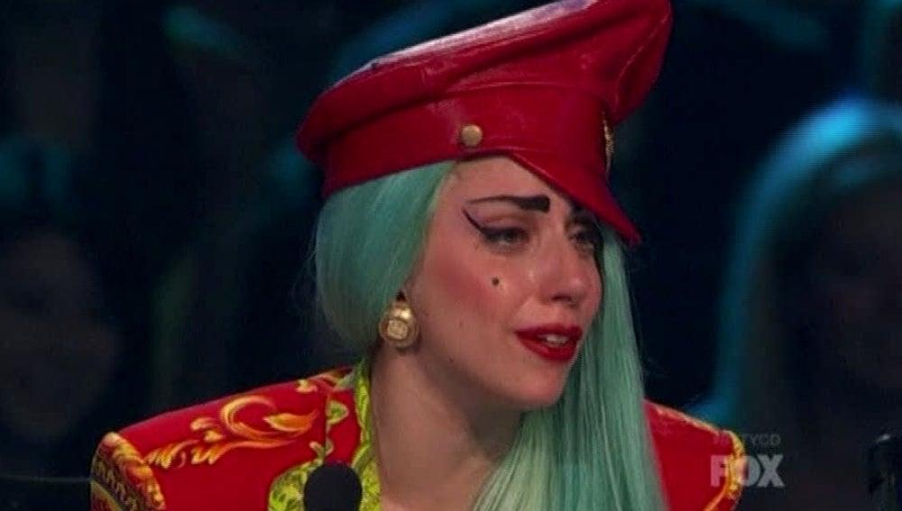 Lady Gaga llorando en la tele