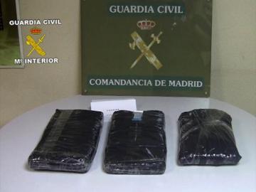 Detenido en Barajas un trabajador con más de 14 kilos de cocaína