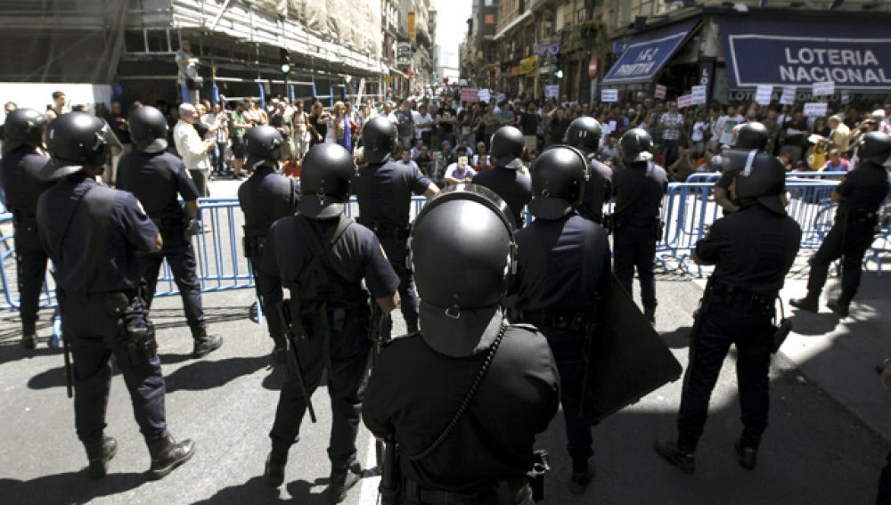 """Sindicatos policiales se quejan de su """"extenuante"""" ritmo de trabajo"""