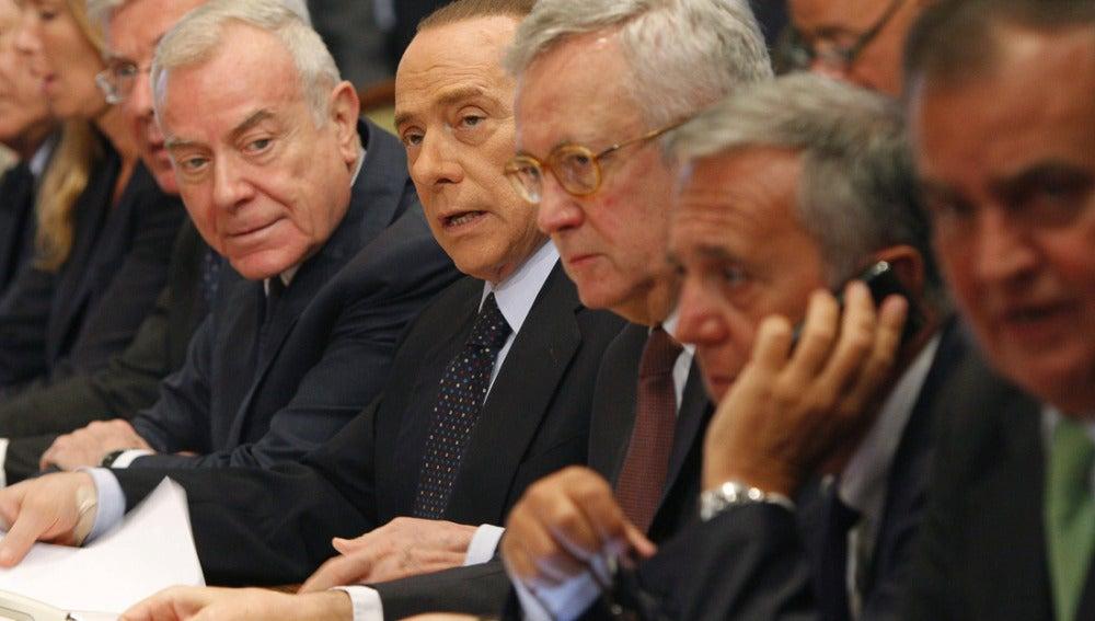 Silvio Berlusconi junto al ministro de Economía, Giulio Tremonti