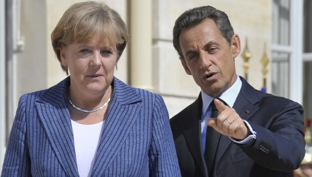 Angela Merkel junto a Nicolás Sarkozy