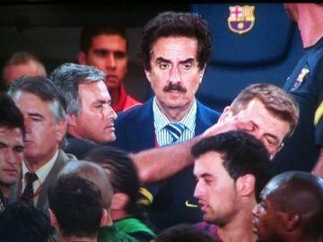 Mou metió el dedo en el ojo de Tito